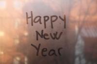 vetro-appannato-scritta-buon-anno-happy-new-year